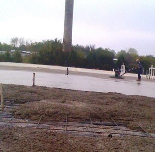 dixie and willie at the concrete pour
